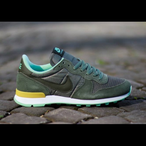 Nike Internationalist Women Sneakers